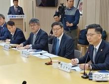"""김현수 장관 """"지금도 엄중한 상황…내달 초 기준 마련후 재입식"""""""